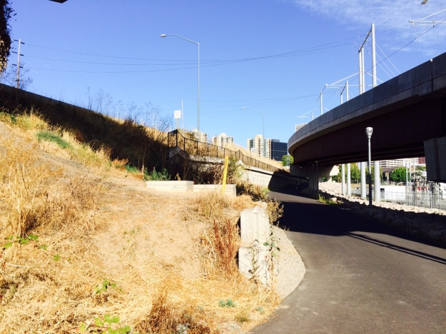 There was no attempt to landscape the bank here above the retaining wall. Above to the left is the traffic feeding off of I-5 that will join Naito at Market and Clay. Another ODoT landscape.